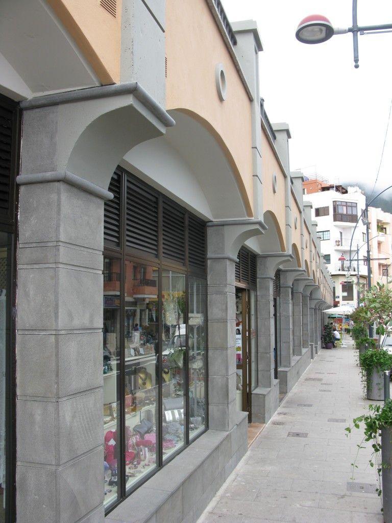Fachadas comerciales avenida de Remedios