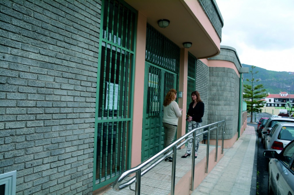 220514 Concejalas Noelia y Sandra en espacio social La Puntilla La Longuera