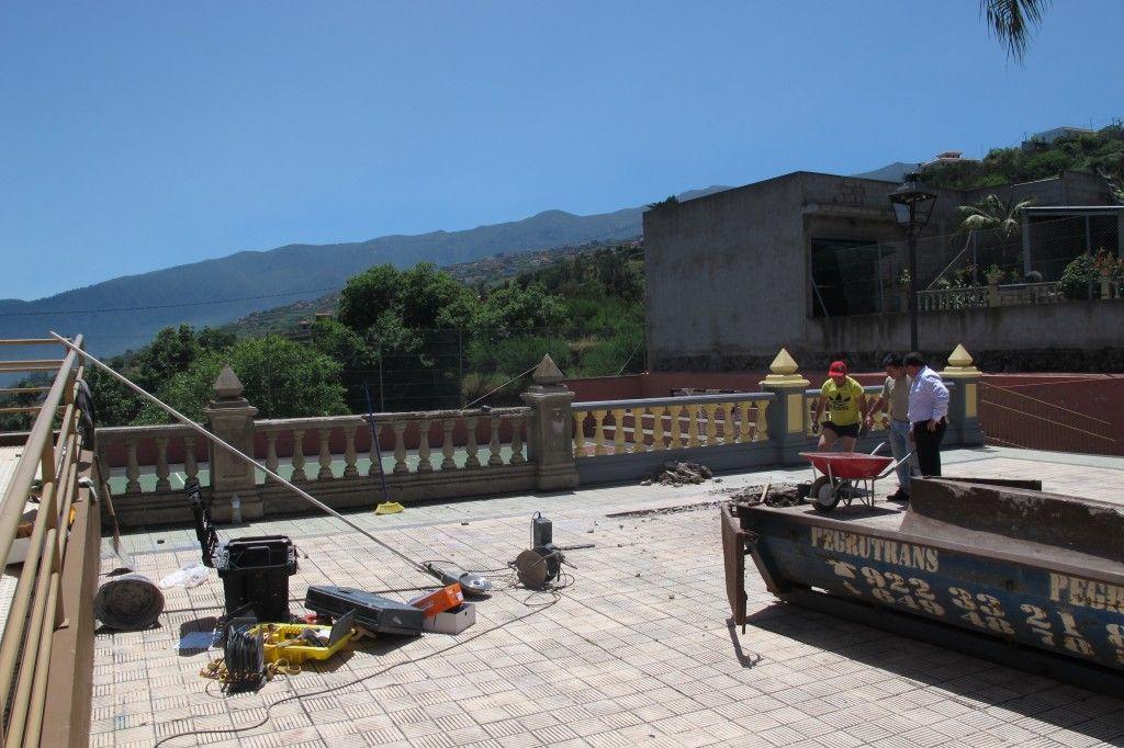 160614 Inicio obra escenario plaza La Ferruja Plan de Barrios