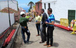 180714 Plan de Barrios calle El Sol alcalde y Adolfo visita 2