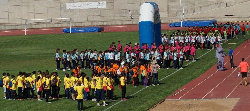 060614 427 alumnos clausura I Miniolimpiada Escolar