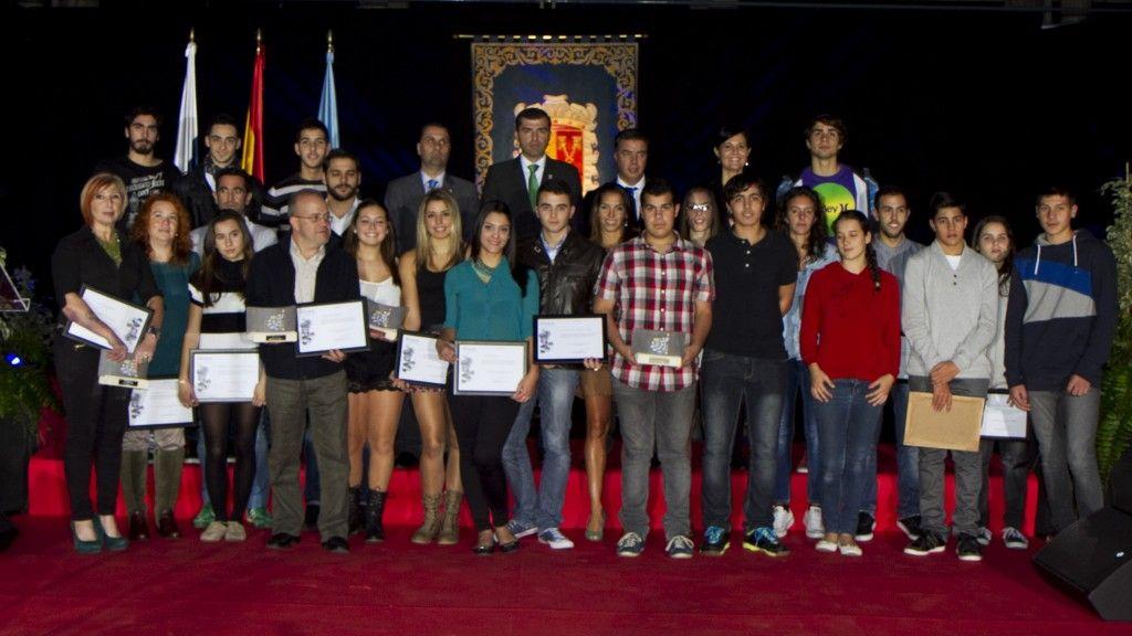 131213 Foto de familia galardonados en II Gala del Deporte 2013