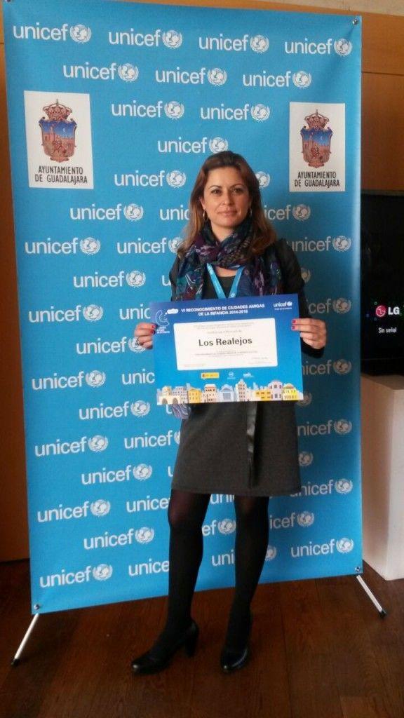 071114 Noelia recibe sello distincion Ciudad Amiga de la Infancia UNICEF