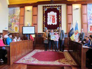 271114 Entrega sello Ciudad Amiga de la Infancia CEIP Mencey Bentor