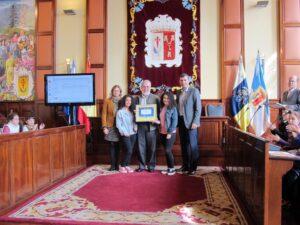 271114 Entrega sello Ciudad Amiga de la Infancia IES Cruz Santa