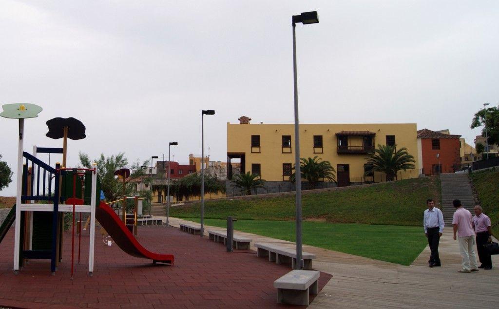 Alcalde en parque infantil Realejo Bajo La Parra