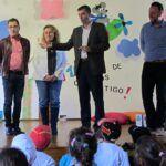 120315 Visita alcalde y concejales Sandra y Adolfo El Museo de los Cuentos con alumnos CEO La Pared