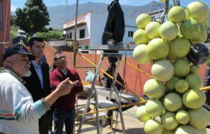 300315 Visita taller escultor Francisco Palmero alcalde y concejal Adolfo monumento al cultivo de la vid 11