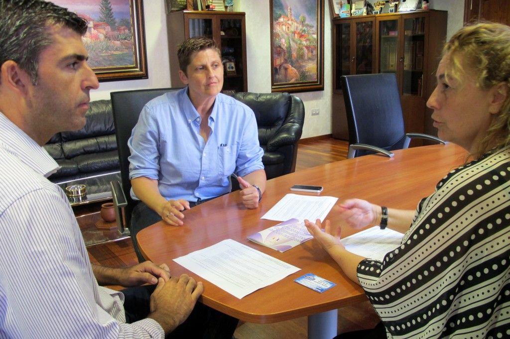130815 Reunion planificacion II Plan Igualdad alcalde concejala Sandra y Patricia Ojeda