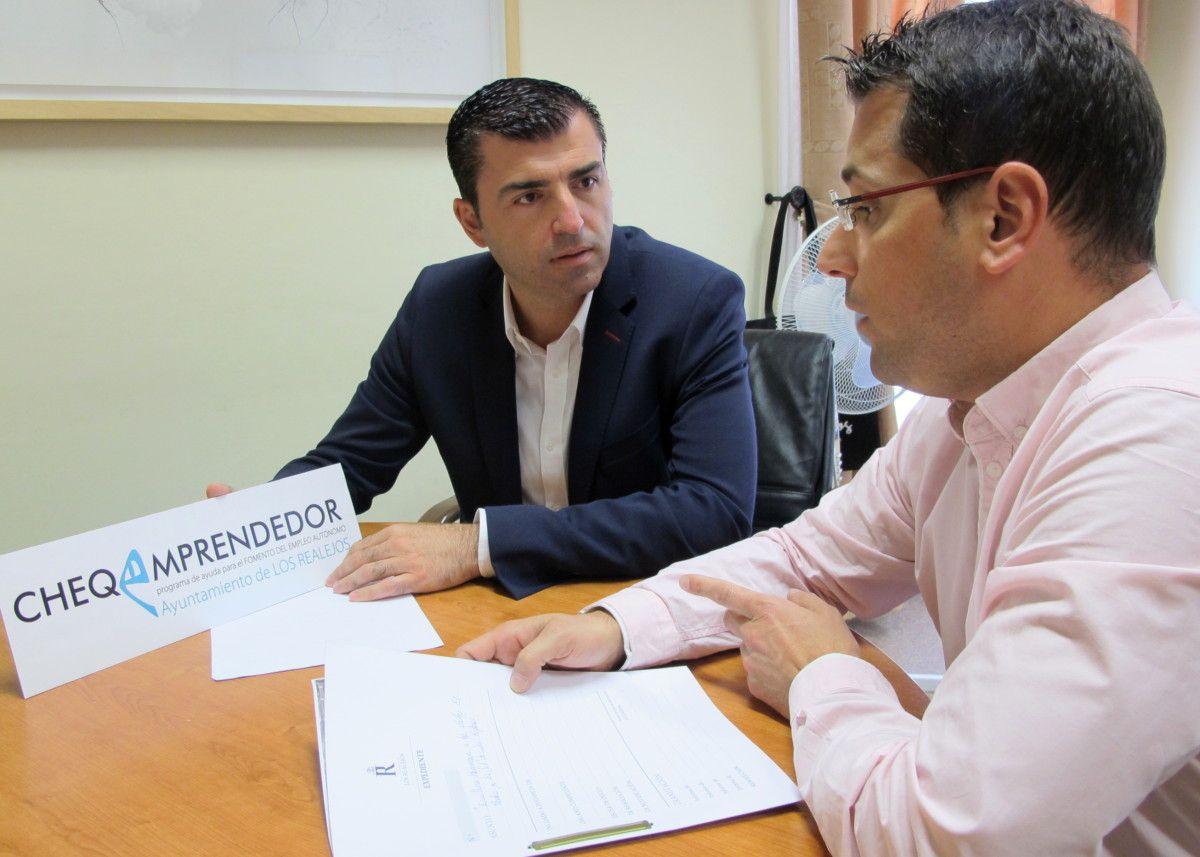 050417 Convocatoria 2017 de Cheque Emprendedor alcalde y concejal Adolfo