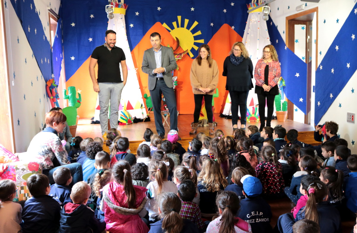 210318 El Museo de los Cuentos 2018 visita alcalde y concejalas