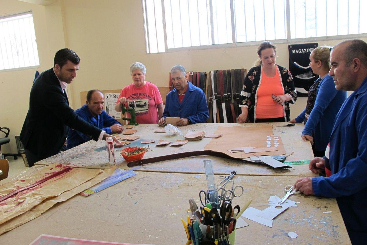 060617 visita alcalde y concejala olga visita taller ocupacional 1