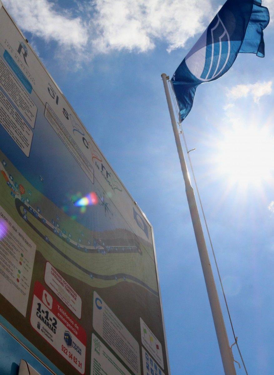 260618 Izado de Bandera Azul 2018 en la playa de El Socorro 03