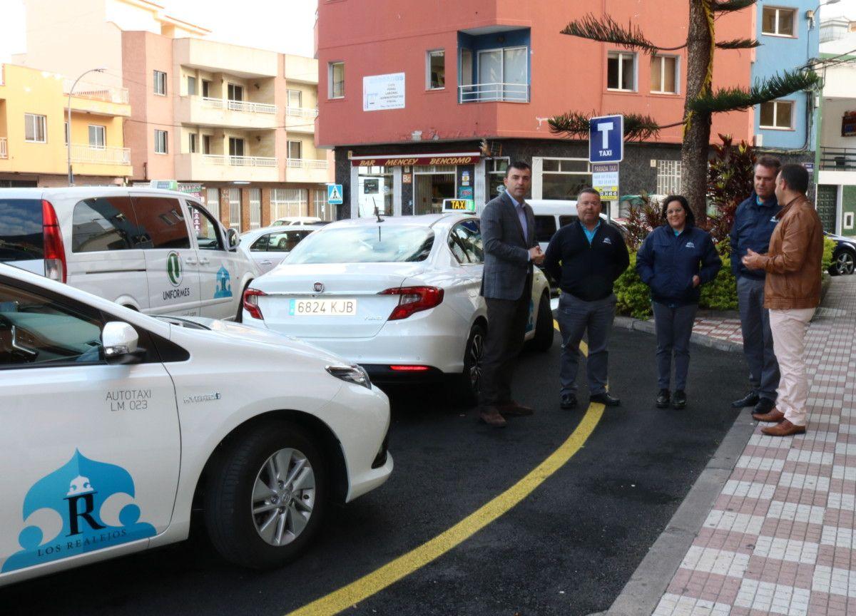 Taxi primera mujer con licencia municipal